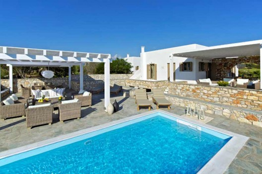 Traditional Charm Blended With Modern Luxury: Almyra Villa in Paros, Greece