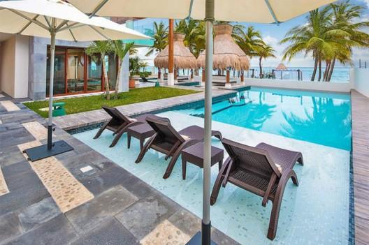 Exquisite Oceanfront Getaway: Azul Villa Esmeralda in Mexico