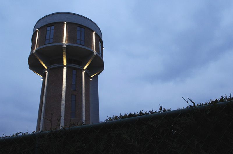 WWII Water Tower Transformed Into A Very Cool 6-Story Luxury Home