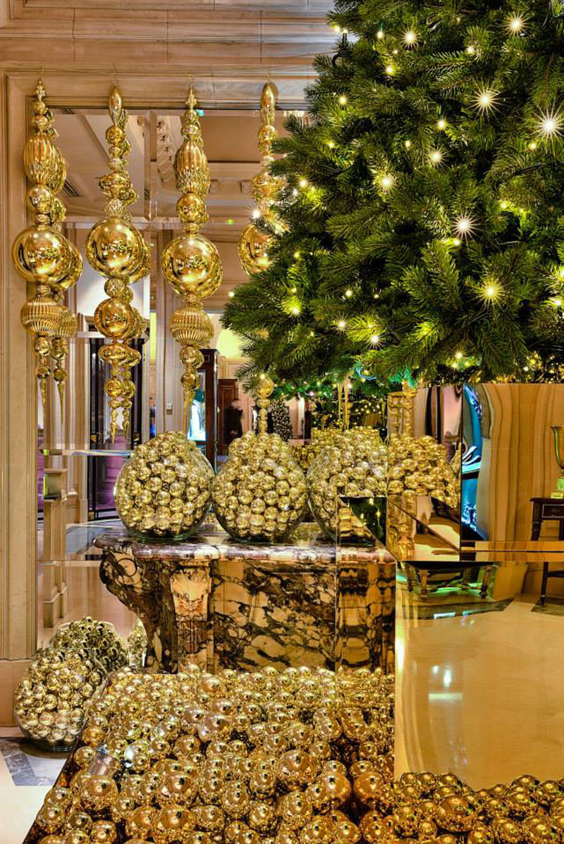 Golden Christmas At The Four Seasons Hotel George V In