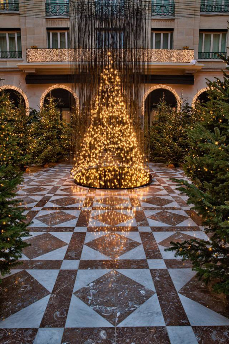 Golden Christmas at the Four Seasons Hotel George V in ...