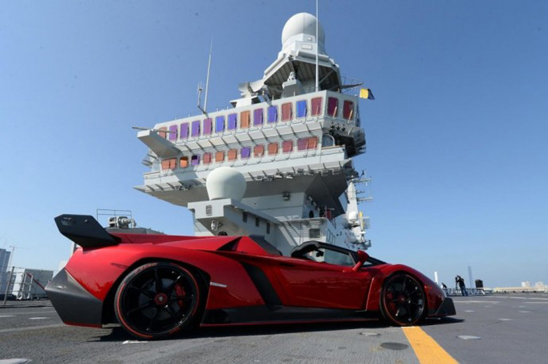 Lamborghini Veneno Roadster Makes A Stunning Debut On An Aircraft Carrier  In Abu Dhabi. U201c