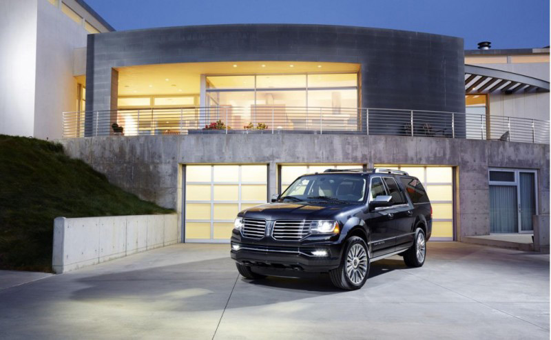 2015 Lincoln Navigator sports a new twin-turbocharged engine