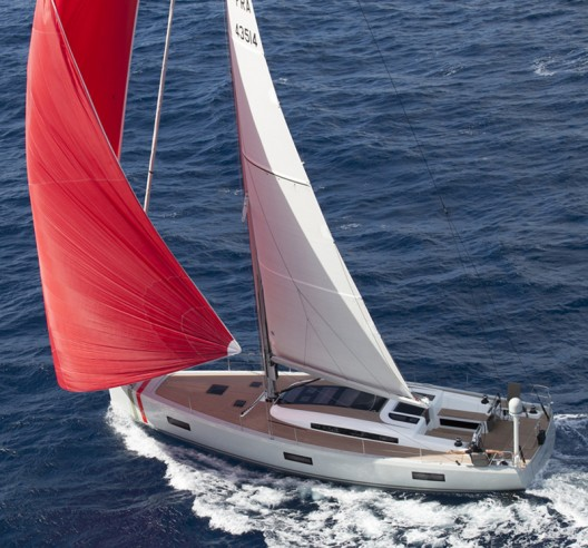 "The ""Wild Luxury"" of the Aureus XV Absolute Sailing Yacht"