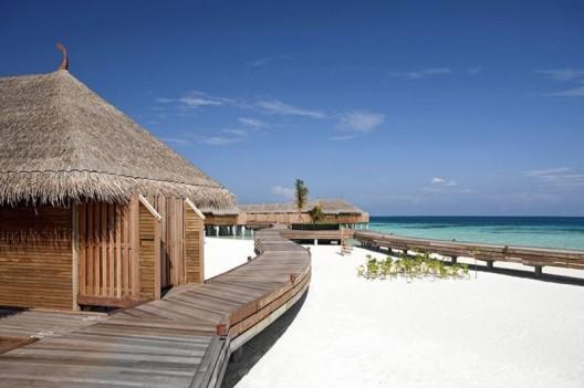 Constance Moofushi: A Barefoot Elegance Resort Among the Maldives Islands