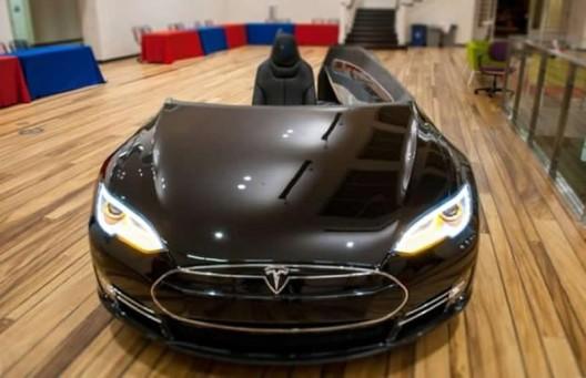 $70,000 Tesla Model S turned into office desk named 'Deskla'