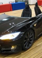 "World's First ""Deskla"" – Tesla Model S As Office Desk"