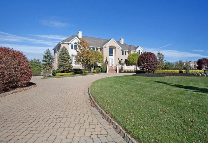 Queen Latifah puts her New Jersey estate on the market