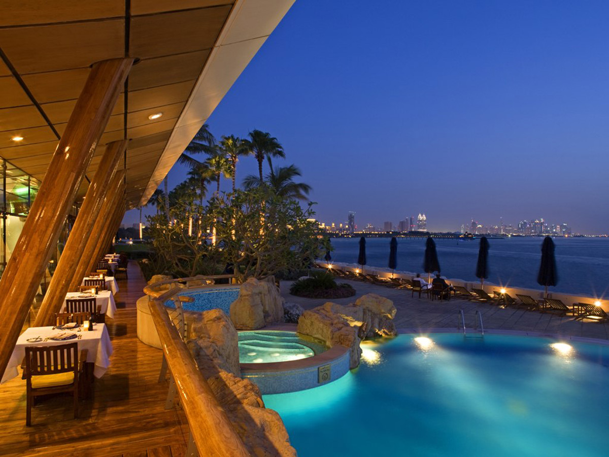 Spectacular 21 days trip with staying at world 39 s 10 most for The most luxurious hotel in dubai