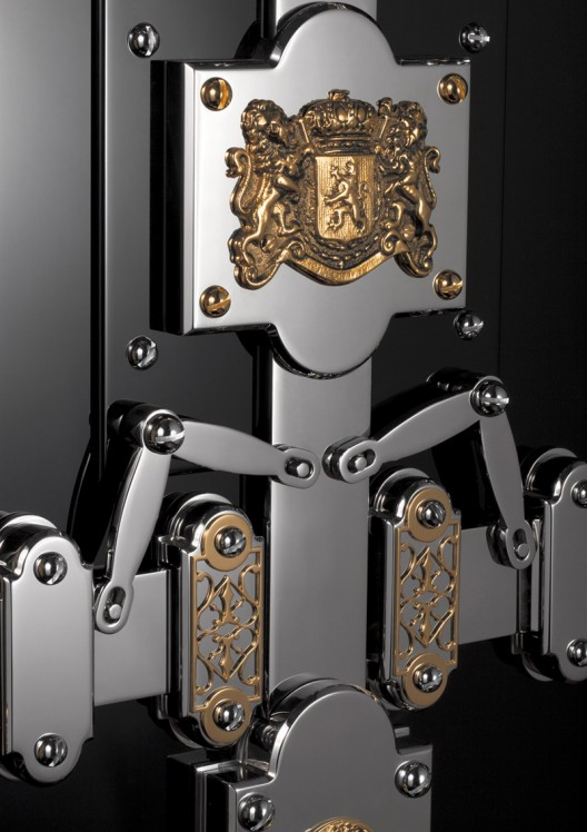 Döttling Completes Restoration on a Luxurious 19th Century Jewelry Safe
