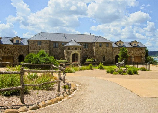 This magnificent lakefront equestrian estate in a gated community near Austin, Texas has been listed on sale for $8,125 million.