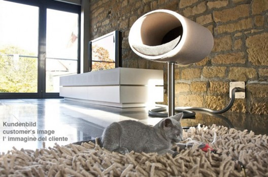 Move over cat baskets! The Rondo stand is the coolest new cat crib around