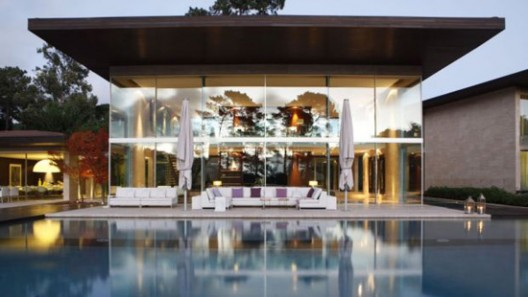 A luxury villa with futuristic architecture, destined to leave its mark, in Penha Longa, Lisbon is on sale