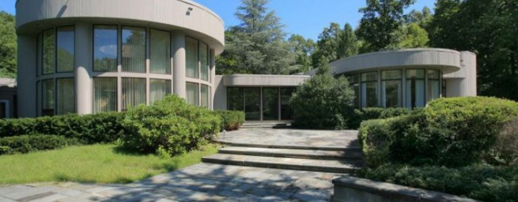 Whitney Houston's New Jersey mansion put on the market
