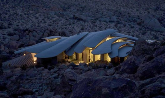 Calling all fantasists: a unique sci-fi style desert house in California is up for sale