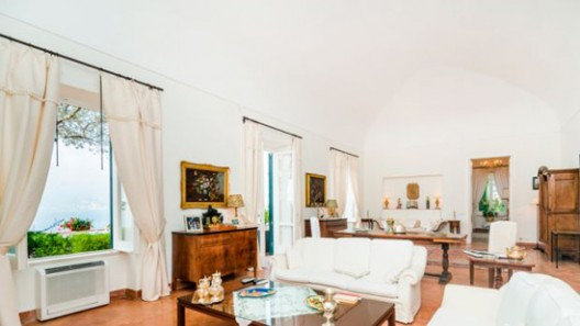 This villa is situated in Praiano, a small Italian town in the province of Salerno (Campania)