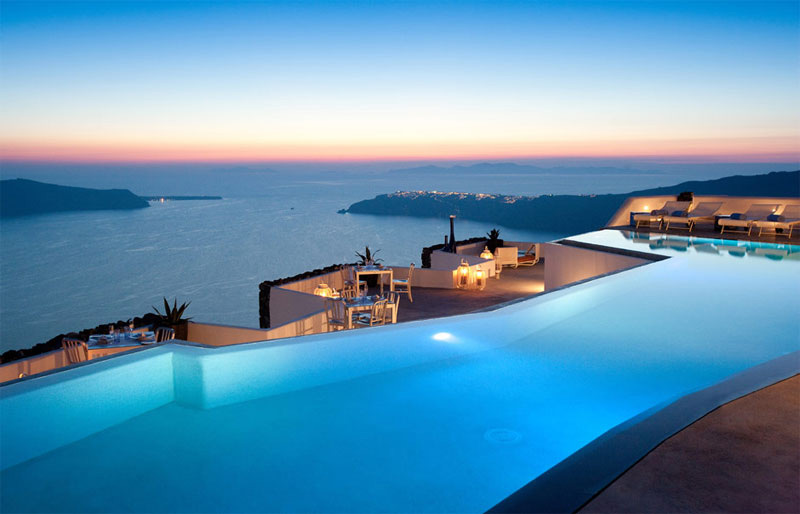 The Whitewashed Palace in Santorini That You May Never Want to Leave