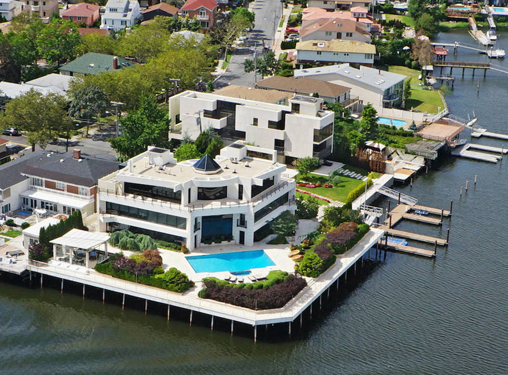 New york s largest waterfront property on sale for 30 for Nyc mansions for sale