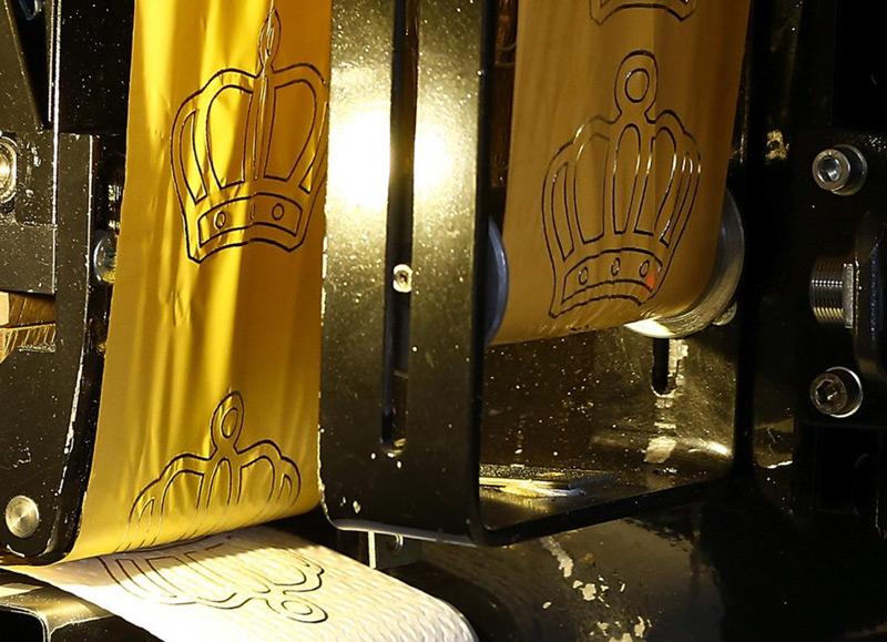 Luxury Toilet Paper With 24 Carat Gold Motifs  Luxury Toilet Paper With 24 Carat Gold Motifs   eXtravaganzi. 24k Gold Toilet Paper. Home Design Ideas