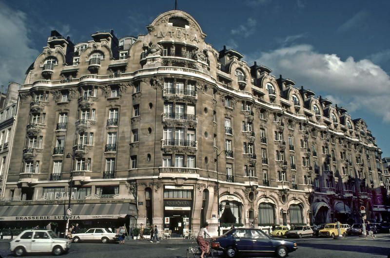 iconic parisian hotel lutetia offers furniture and decoration objects at auction extravaganzi. Black Bedroom Furniture Sets. Home Design Ideas