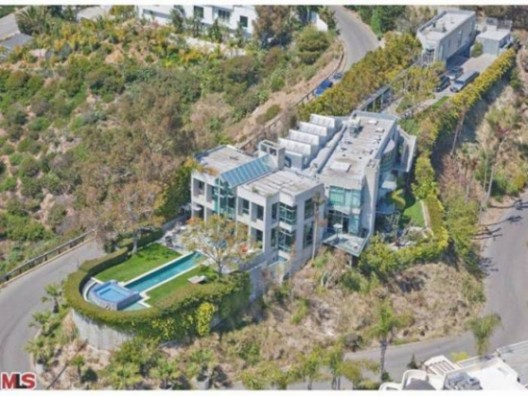 Rihanna renting $8 million Hollywood Hills 'Fortress'