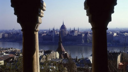 """Calling all vampire lovers! The Four Seasons Hotel Gresham Palace creates """"Twilight in Budapest"""" experience"""