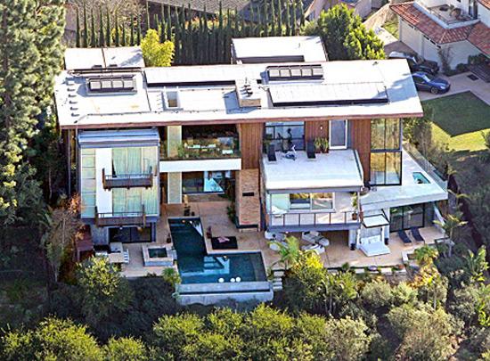 Ashton Kutcher And Mila Kunis Purchased 10 Million