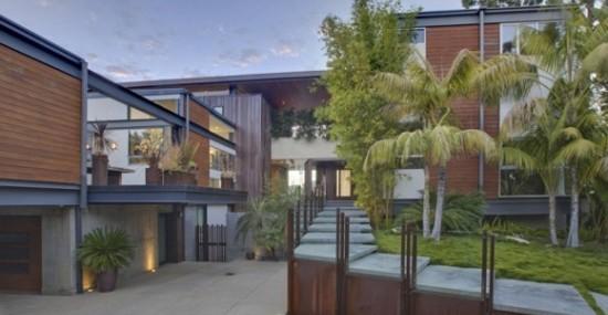 Ashton Kutcher and Mila Kunis Purchased $10 Million Beverly Hills Mansion