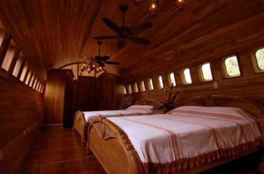 Boeing 727 transformed into a luxury hotel suite in Costa Rica