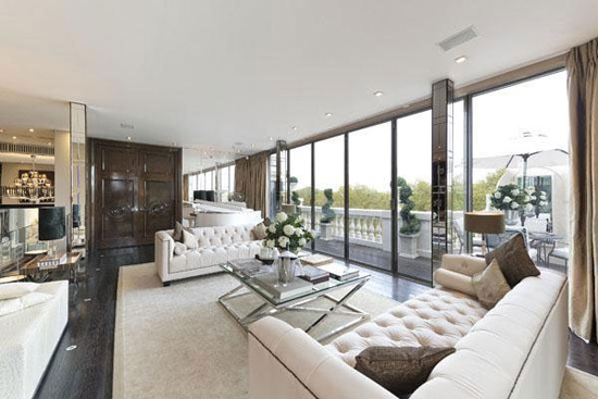 luxury penthouse in iconic one hyde park on sale for 55 million extravaganzi. Black Bedroom Furniture Sets. Home Design Ideas