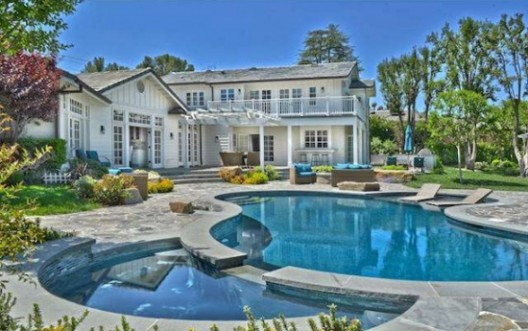 Selena Gomez lists Tarzana home for $3.49 million