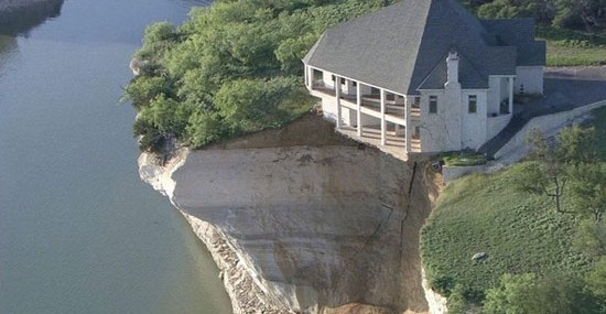 $700,000 Villa Hanging on the Cliff
