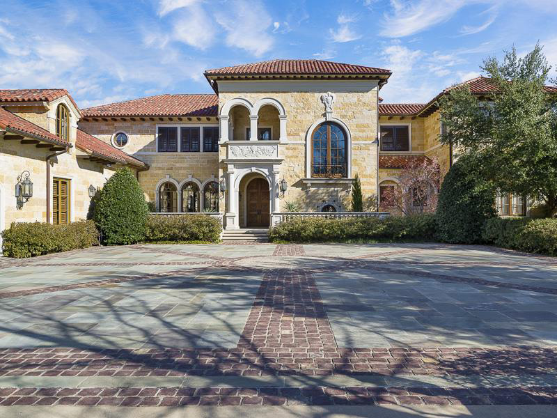 Exquisite Tuscan Estate on Sale