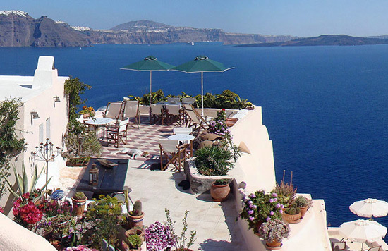 Hotel Aris Caves, Oia, Santorini lets you live like the Flintstones