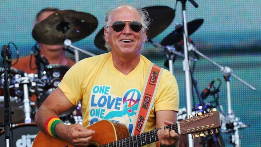 Jimmy Buffett has reportedly splashed out $8,25 million on a plush pad in Beverly Hills