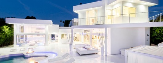 Akon's Huge White Mansion in the Woodland Hills on Sale for $3.5 Million