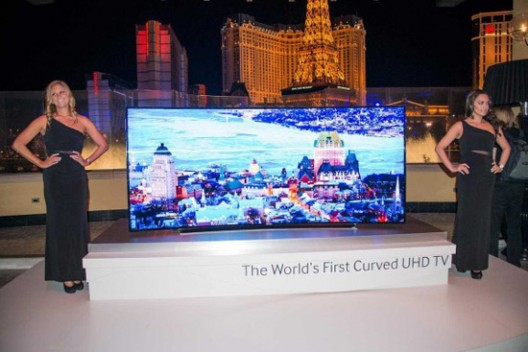 Samsung introduces a 105? curved UHDTV for $120,000
