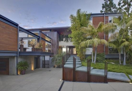 Ashton Kutcher Sold His Hollywood Hills Bachelor Pad for $9.92 Million