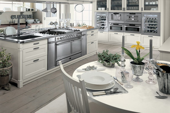 Minacciolo's Luxury Kitchen With Island