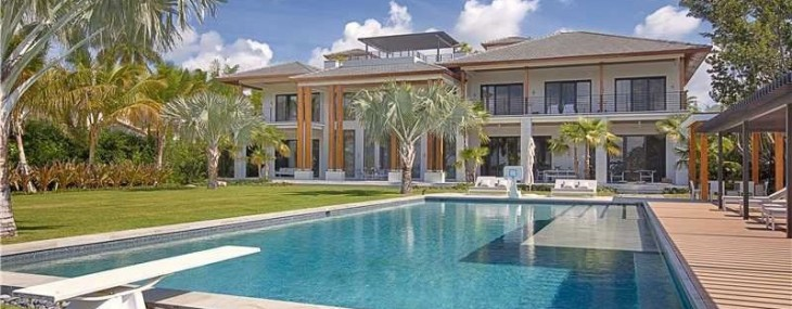 Tropical Modern Residence in Miami Beach on Sale