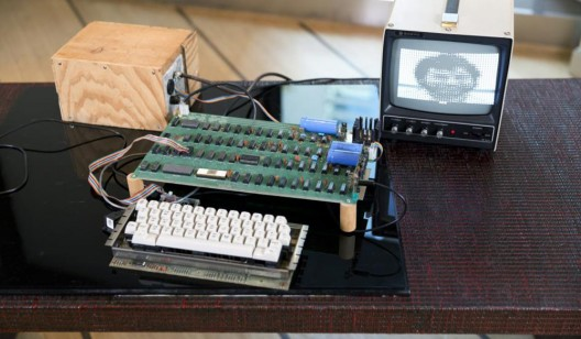 Working Apple-1 Computer Sold for Record $905,000 at Bonhams Auction