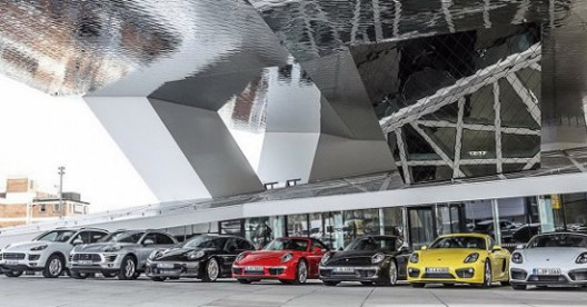 Porsche  introduces a new service - Porsche Drive