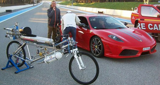 Rocketman - With Bicycle to a Speed of 333km / h And World Record