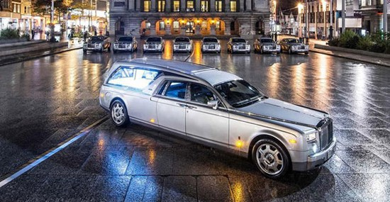 Die – Drive In Style In Rolls-Royce Phantom Hearse