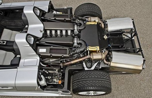 In the US, a very exclusive Mercedes-Benz CLK GTR Roadster, has been offered on sale, priced at $2,8 million