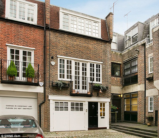 One-bedroom house in London's exclusive Mayfair just hit the market, priced at £1.8 million ($2,82 million), making it Britain's most expensive one-bedroom property