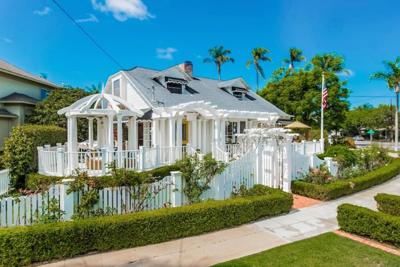 Quaint Coronado Cottage - Perfect Beach Getaway