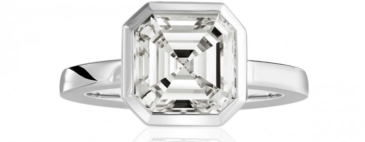 Vision in White is a spectacular ring handcrafted in 18 carat white gold and crowned with an Iridescent 5,04 carat ASSCHER(R)-Cut diamond