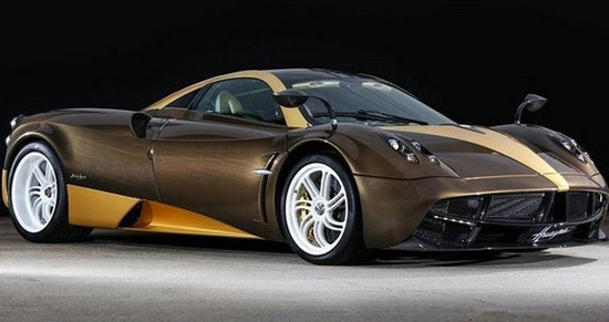 Pagani has prepared another special copy of its Huayra supercar, and this unique car in the pictures is ordered by Bingo Sports from Japan