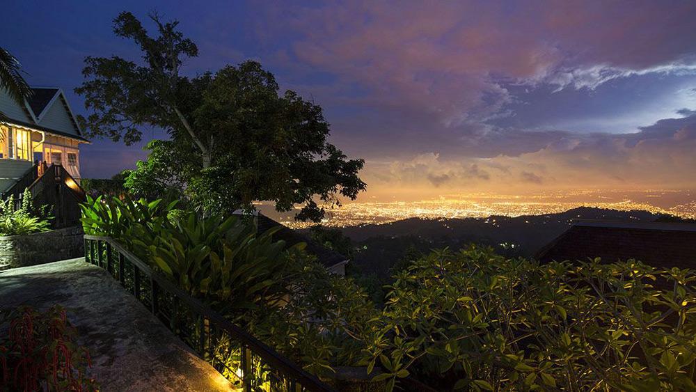 Strawberry hills luxury retreat in jamaica s blue for Hotel luxury jamaica